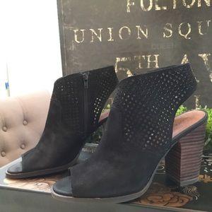 Lucky brand lizara perforated Blockheel sandal9.5